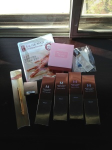 4 x BB Cream, 1 Gel Eyeliner and brush, 1 mask, 1 soap and some samples
